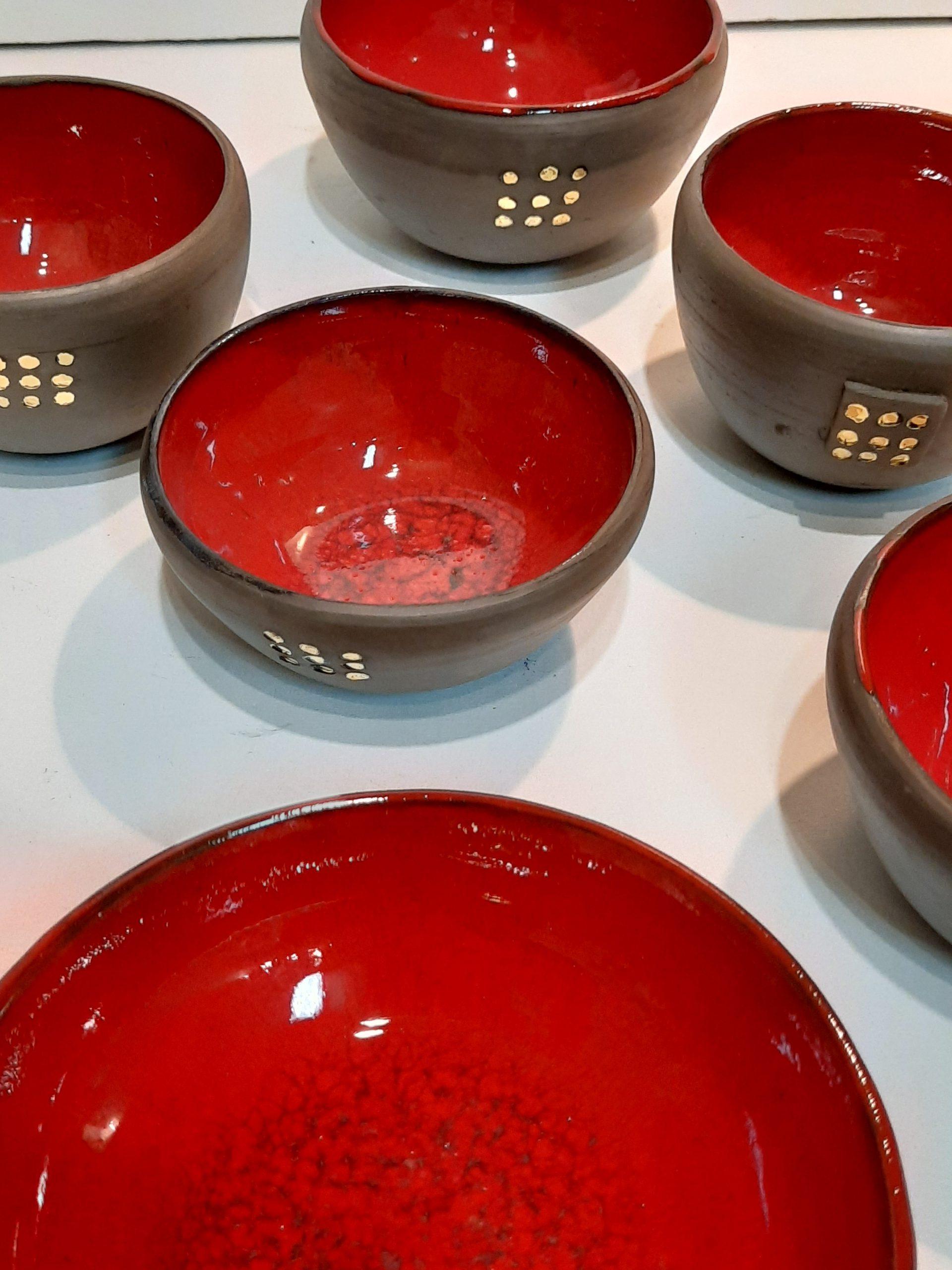 bols en grès intérieur émaillé en rouge