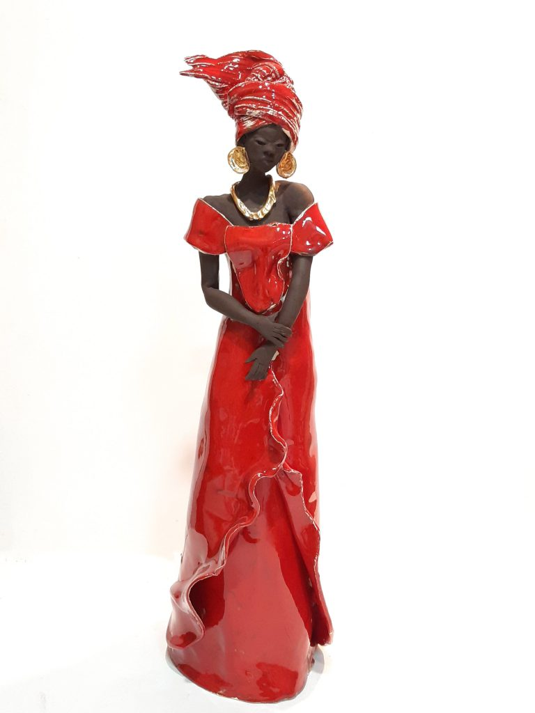 sculpture femme africaine robe rouge
