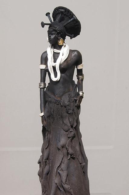 sculpture en terre d'une Femme mangbutu